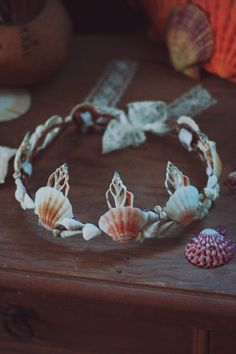 Calypso Mermaid Headband ☾ ☆☽ A dainty and delicate seashell crown for those who are looking for a subtle way to embrace their mermaid life. Measures about 3 inches at tallest point with an 18 inch diameter at smallest settin Seashell Crafts, Beach Crafts, Diy And Crafts, Crafts For Kids, Arts And Crafts, Mermaid Crafts, Accessoires Photobooth, Seashell Crown, Seashell Jewelry