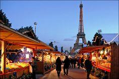 Christmas Markets out in front of Le Tour Eiffel     http://www.parisperfect.com/blog/2010/12/christmas-in-paris/