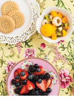 Ricardo's recipe : Tropical Fruit and Sorbet Salad Cold Dishes, Fruit Dishes, Berry Salad, Fruit Salad, Dessert Ricardo, Dessert Bowls, Dessert Recipes, Pineapple Fritters, Cake Preparation