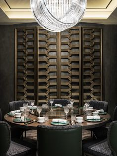 Asian inspired interior designs of the Yu Yuan Restaurant at the Four Seasons Hotel in Seoul. Designed by André Fu and his studio AFSO