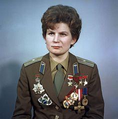* Valentina Tereshkova *  Foi a 1ª mulher Cosmonauta a ter ido ao espaço, em 16/Junho/1963. (* Maslennikovo, Rússia, 06/Março/ 1937).