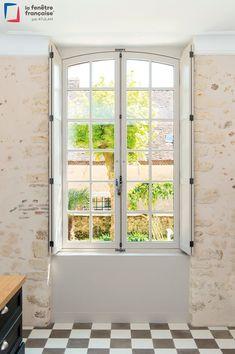 Fenêtre : changer, rénover pour fenêtre PVC ou bois - Côté Maison South Of France, Home Interior Design, Small Spaces, Cottage, House, Windows Decor, Kitchen Remodeling, Garage, Strong