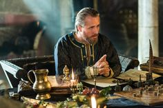King Ecbert plays a dangerous game. #Vikings