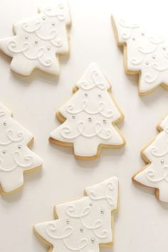 I love the frosting design of these elegant tree cookies. I love the frosting design of these elegant tree cookies. Christmas Tree Cookies, Iced Cookies, Christmas Sweets, Christmas Cooking, Noel Christmas, Christmas Goodies, Cookies Et Biscuits, Holiday Cookies, Holiday Treats
