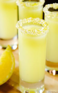 Lemon Drink Recipe For Weight Loss Party Drinks, Fun Drinks, Healthy Drinks, Alcoholic Drinks, Shots Drinks, Bar Shots, Martini Party, Vodka Shots, Martinis