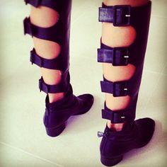 #christinecentenera #centenera #vogue #chanelcutoutboots #cutoutboots #chanelboots #chanelflats #vintagechanelboots #boots #black #leather #chanelcutoutpumps #chanelheels #chanelpumps #iconicchanel #rare #vintagechanel #kimkardashian #elle #chanelcutout #chanelcutout #gold #edm #cc #personalstylist E:circe.service@Hotmail.com
