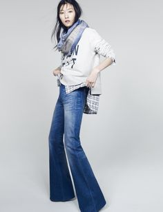 THESE FLARES! madewell flea market flares worn with the bien fait sweatshirt + fringe circle scarf. Love Jeans, Jeans Denim, Looks Style, Style Me, Denim Fashion, Womens Fashion, Fashion Trends, Estilo Denim, Circle Scarf