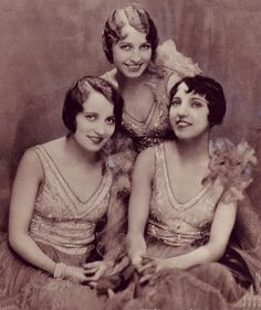 The Boswell Sisters.. My second favorite sister trio after the Andrews Sisters!