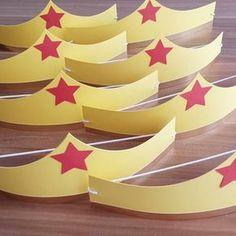 Coronas de la mujer maravilla Hecho por Vanessa #corona #superwoman #superheroes #wonderwoman #artesanal #hechoamano #fiesta #infantil #guayana #PuertoOrdaz