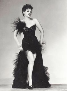 On old portrait of the great actrees #YvonneDeCarlo it in time of #DIva of #Hollywood Classic of the cinema of world !!!