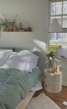 Room Ideas Bedroom, Bedroom Decor, Bedroom Inspo, Bedroom Ideas For Small Rooms, Simple Rooms, Uni Bedroom, Cozy Small Bedrooms, Nature Bedroom, Calm Bedroom
