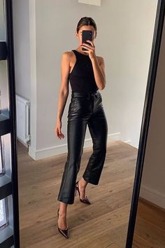 How To Wear All Black This Fall – Outfitting Ideas Source by katharinaabroecker fall outfits for going out Style Outfits, Mode Outfits, Trendy Outfits, Fashion Outfits, Womens Fashion, Fashion Tips, Night Outfits, Outfit Night, Dinner Outfits