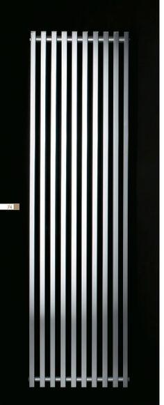 TEKNÉ - Radiateur accroché au mur ou posé sur le sol. Finitions aluminium brillant ou satiné, coloris RAL.Possibilité de montage de pieds pour les versions posés au sol. Dimensions avec pieds: 700, 1800 et 2000mm, sans pied: 1700 et 1900 mm- puissance de 566 à 1680 W - à partir de 850€