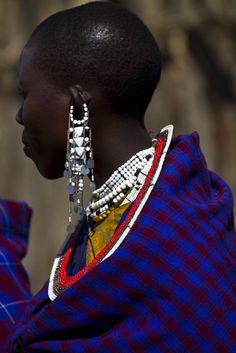 A Maasai woman in traditional clothing l Ngorongoro Crater, Tanzania l Photographer : Michael Melford. African Life, African Culture, African Women, African Art, African Beauty, African Fashion, African Great Lakes, Culture Shock, Tribal People