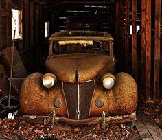 rusted vintage car