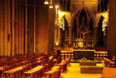Interior de la catedral de Nidaros, cuenta la leyenda que una de las torres fue construida por un troll.