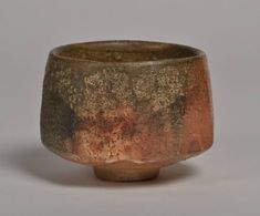 Rizu Takahashi - ) chawan, shino red Plus Chinese Ceramics, Japanese Ceramics, Japanese Pottery, Wabi Sabi, Raku Pottery, Pottery Bowls, Matcha, Japanese Tea Cups, Japan Crafts