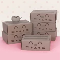 Pusheen Box I soooooo want on of these! Theyare so cute and the items in the box look like great quality! Pusheen Love, Pusheen Plush, Pusheen Cat, Pusheen Stuff, Pusheen Birthday, Cat Birthday, Pusheen Stormy, Cat Party, My New Room