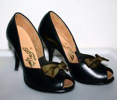 sz 5 VINTAGE HIGH HEELS black retro peep toe bows by WhatADream, $16.98