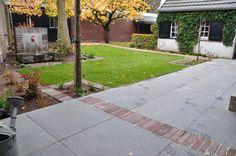 Oude strakke tuin jaren 50 met watertrog aangelegd door Hans Neelen
