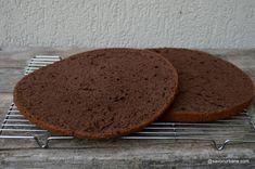 Blat umed cu iaurt și cacao pentru tort sau prăjituri - foarte pufos! Fără bicarbonat sau praf de copt! Cum se face blat umed care nu Romanian Food, Romanian Recipes, Nutella, Food And Drink, Cooking Recipes, Yummy Food, Sweets, Bread, Cookies
