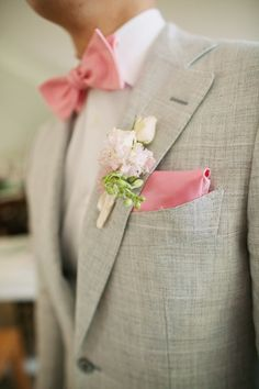 Or all groomsmen and groom could wear a beige suite with matching hanky and bow tie. That would be super nice!