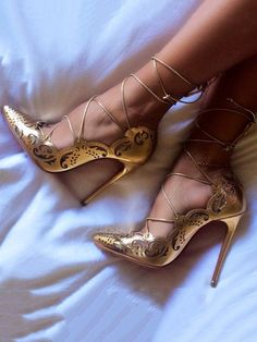 Captivating Gold Heels Shoes Ideas That Every Women Will Love - How can women resist a pair of cute shoes? Particularly, the gold evening shoes which are very popular to women now that can be paired in every dresse. Stiletto Pumps, Pumps Heels, Gold Heels, Strappy Shoes, Women's Stilettos, Strap Sandals, Gladiator Heels, Metallic Heels, Pumps