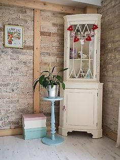 Merveilleux Vintage Shabby Chic Corner Display Cabinet Painted With Annie Sloan Paint