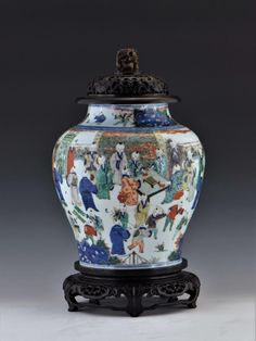 EARLY QING WUCAI COVERED HELMET JAR