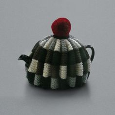 Handknitted for LABOUR AND WAIT in England, this fantastic tea cosy really does keep the pot hot.