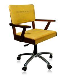 Cadeira giratória anos 50 com braços em imbuia. Estilo upcycle, revestida com nylon proveniente de bote salva-vidas de avião. Pés giratórios em alumínio e regulagem a gás.    www.desmobilia.com.br                                             youtube to mp3