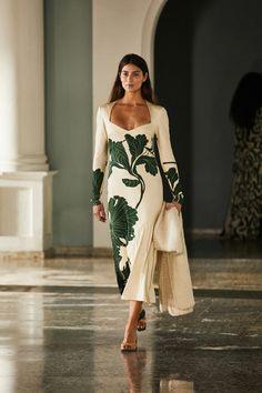 Johanna Ortiz Fall 2021 Ready-to-Wear Collection - Vogue Fashion Week, Runway Fashion, High Fashion, Fashion Show, Timeless Fashion, Vogue, Floral Print Design, Costume, Mode Inspiration