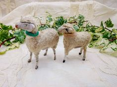 Antique German putz wooly sheeps, Erzgebirge Christmas putz wooly sheeps, primitive farmhouse wooly sheeps for Christmas Nativity scene by villavillacolle on Etsy Christmas Garden, Christmas Items, Christmas Home, Antique Christmas Decorations, The Birth Of Christ, Christmas Nativity Scene, French Fabric, Fabric Boxes, First Photograph