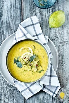 Ostatnie podrygi lata w mieście i ciepła zupa z cukinią, która parzy w usta - Around The Kitchen Table...