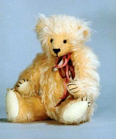 Fuzzy Peaches by Linda Benson - Website is a great resource for bearmaking. :)
