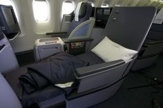 United Airlines introduces flat bed seats in its all-new cabins of United Global First and United BusinessFirst on long-haul flights departing from New York area. United Airlines, Hawaii Airlines, Flying First Class, Best Flights, Travel Items, Travel Stuff, Flat Bed, Business Class, Awards
