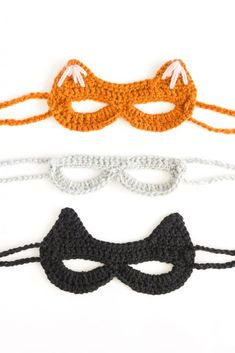 Crocheted Cat Mask: free pattern + tutorial Crocheted Cat Mask: free pattern + tutorial // www. Chat Crochet, Love Crochet, Crochet Dolls, Crochet Flowers, Halloween Crochet Patterns, Crochet Cat Pattern, Crochet Mask, Crochet Eyes, Crochet Pumpkin