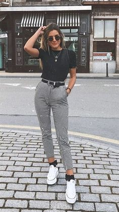 "Catchy Fall Outfits To Copy Right Now""},""type"":""pin Kurze Mom Jeans, Camiseta Tommy Jeans und alle Star Branco. Kurze Mom Jeans und All Star BrancoKurze Mom Jeans und All Star BrancoMom Jeans und Converse All Star WeißMom Jeans. Hijab Casual, Cute Casual Outfits, Casual Ootd, Ootd Chic, Ootd Classy, Casual Dresses, Ootd Hijab, Casual Chic, Edgy Outfits"