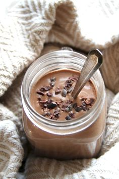 Hot Chocolate Breakfast Smoothie -- smooth, creamy, and sure to keep you satisfied for hours! This warm and comforting vegan smoothie will knock out those chocolate cravings while providing you with a balanced breakfast or snack || runningwithspoons.com #vegan #chocolate #smoothie