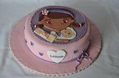 Dra Brinquedos cake