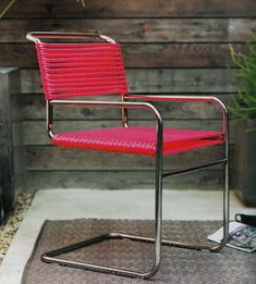 """Garden Chair using garden hose!  You need 2 pliable hoses; length will depend on the project; metal ends snipped off • Wrap hose around lower & upper seat frames, using clamps to hold the hose in place as you go. Will need 3"""" length at end to tuck under the bottom and secure with zip ties.  http://www.apartmenttherapy.com/diy-rubber-hose-chair-sunset-166767  #garden #hose #chair"""