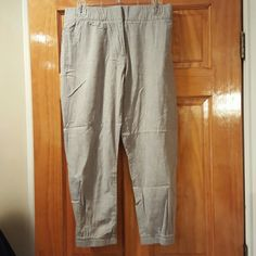 Fancy cropped jogger pants Elastic waist and cuffs with a relaxed fit. Worn once,  in great condition.  Size small. GAP Pants Track Pants & Joggers