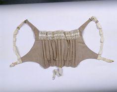 Busenformer (Frauen, Unterkleidung, Oberteil)  Inventarnummer: T5922 Datierung: um 1910 Ort: Frankreich; Material/Technik: Baumwolle, braun,...