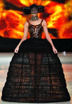 Alexander McQueen Spring 2013 RTW - Runway Photos - Fashion Week - Runway, Fashion Shows and Collections - Vogue Fashion Week, Love Fashion, Fashion Show, Fashion Design, Review Fashion, Fashion Styles, Alexander Mcqueen, Mcqueen 3, Couture Fashion