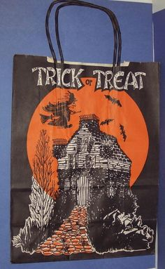 Vintage Halloween Trick or Treat Bag with A Witch Bats Old House Halloween Food Crafts, Retro Halloween, Halloween Bags, Halloween Items, Halloween Trick Or Treat, Halloween Night, Holidays Halloween, Halloween Decorations, Paper Halloween