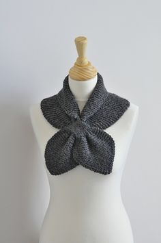 Miss Marple Ascot - Free Pattern Available - Schal Knitting Patterns Free, Knit Patterns, Free Knitting, Free Pattern, Knitted Shawls, Crochet Scarves, Mrs Marple, Ascot, Bow Scarf