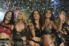 Runway Looks: Victoria's Secret 2016 Fashion Show in Paris