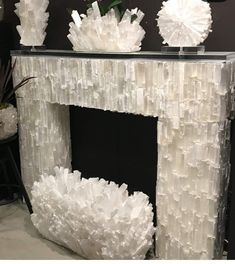 💚Isn't this Fireplace Dreamy? Tag a friend who would love to have this Selenite fireplace! Crystals And Gemstones, Stones And Crystals, Healing Crystals, Crystal Furniture, Crystals In The Home, Crystal Decor, Fireplace Mantels, Fireplaces, Mantle