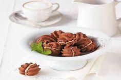 CSOKOLÁDÉS MEDVETALP - Tudasfaja.com Dog Food Recipes, Almond, Tea, Dog Recipes, Almond Joy, Teas, Almonds