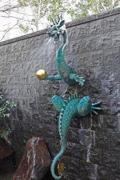 Dragon fountain in seishō-ju temple, Tokyo, Japan Fantasy Dragon, Dragon Art, Fantasy Art, Fantasy Creatures, Mythical Creatures, Dragon Oriental, Street Art, Dragon Dreaming, Sculpture Metal